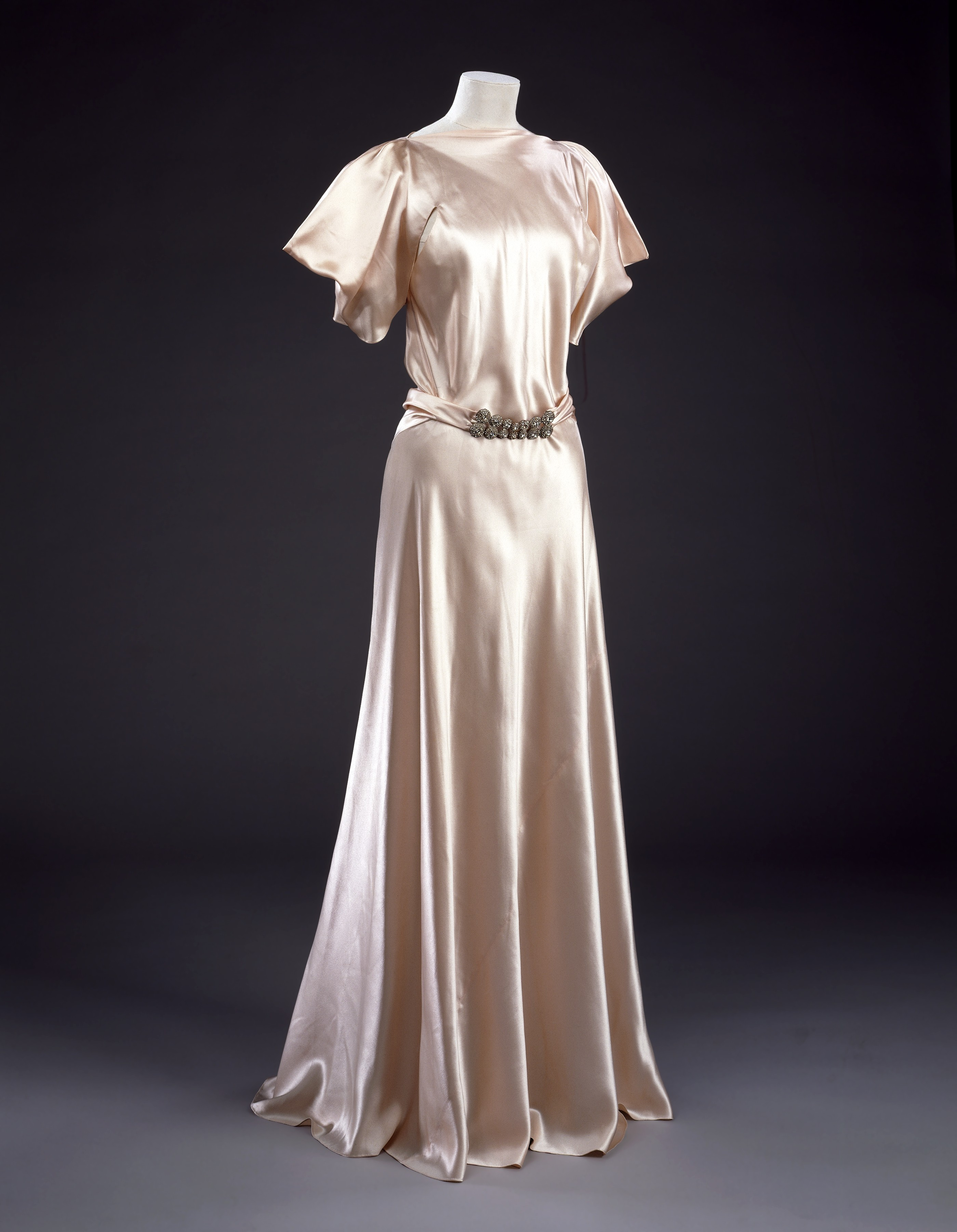 Bias-cut evening dress by Madeline Vionnet, 1933. Source: Dulwichonview.com