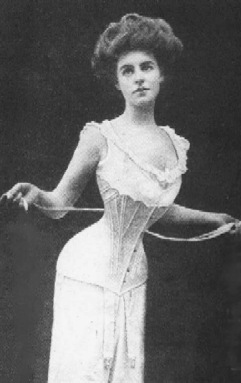 A tight-lacing Edwardian lady. I suspect this image has been retouched. Source: Wikimedia Commons.