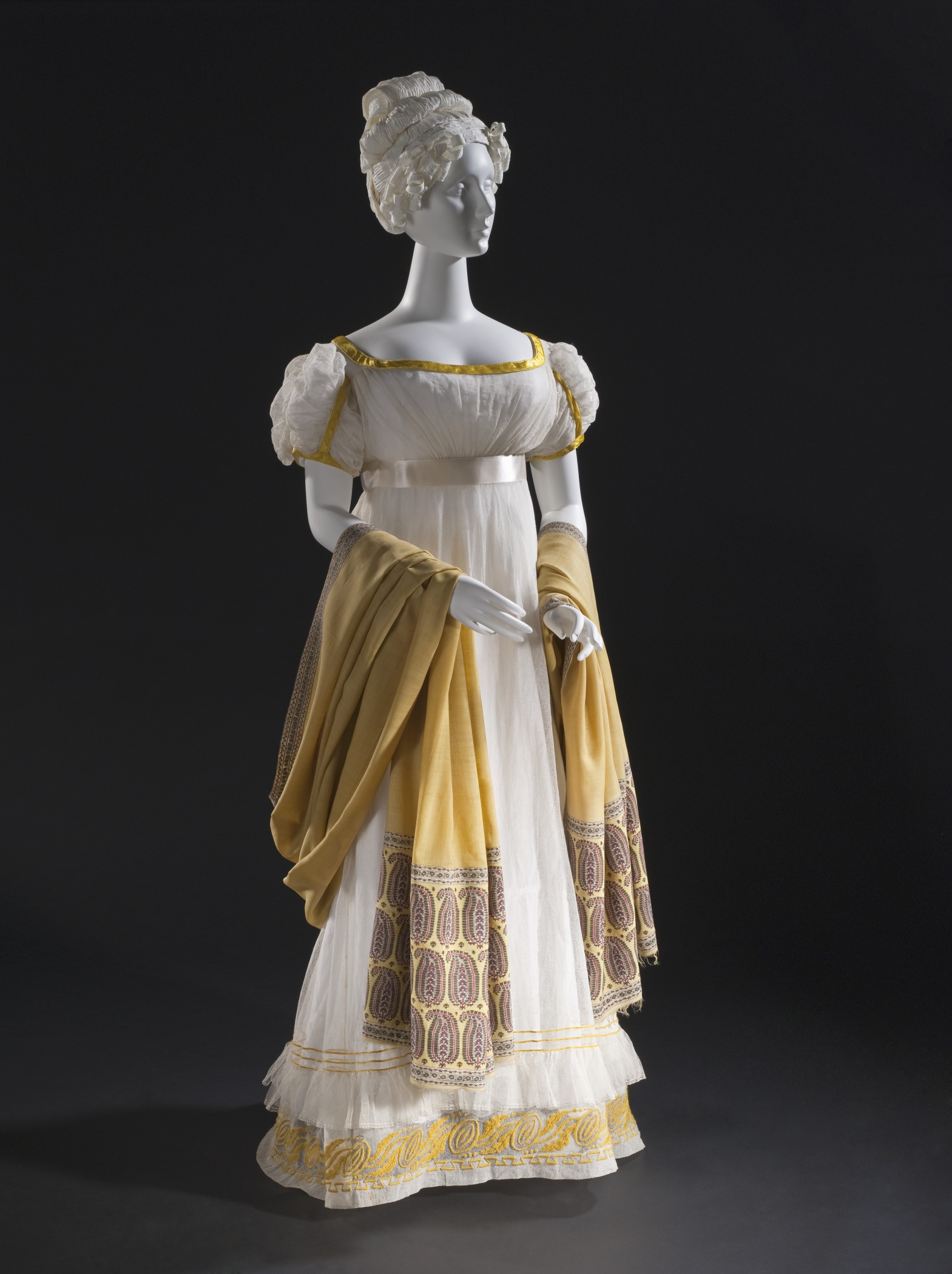 A dress from 1820, made with cotton gauze. Source: Wikimedia Commons.