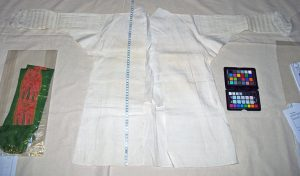 Linen nightgown with cambric trim, late 18th century. Source V&A Museum.