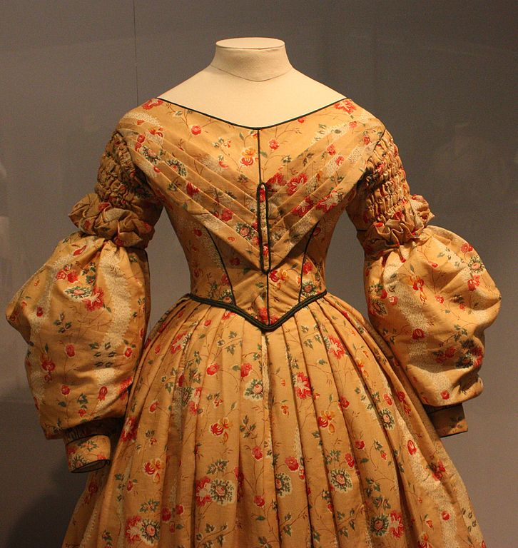 mid19thc_chintz_dress_1830s