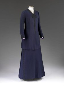 A lady's suit, wool serge, dated 1908. Source: V&A Museum.